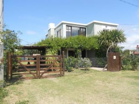 Casa Verde Cerca Del Mar