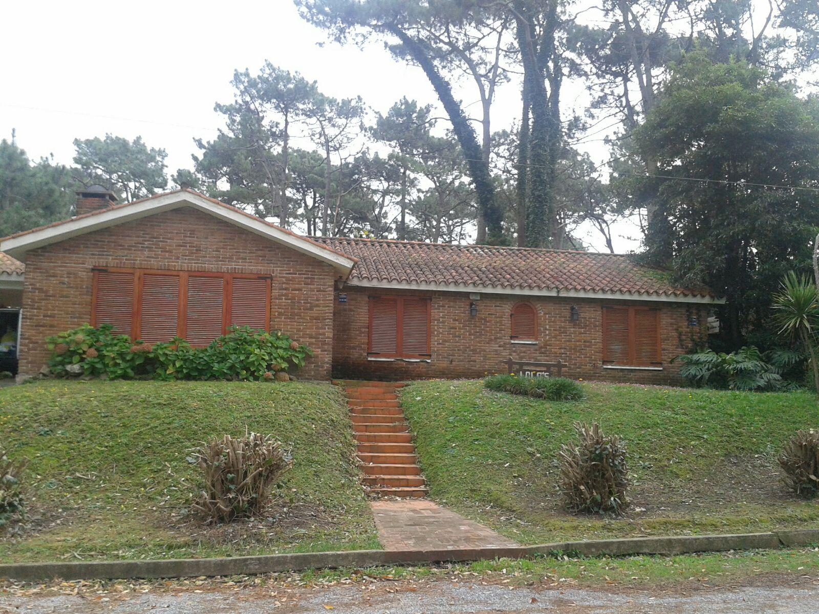 Rent of houses punta del este chalet 4 dorm 4 cuadras de brava sa_352 in san-rafael