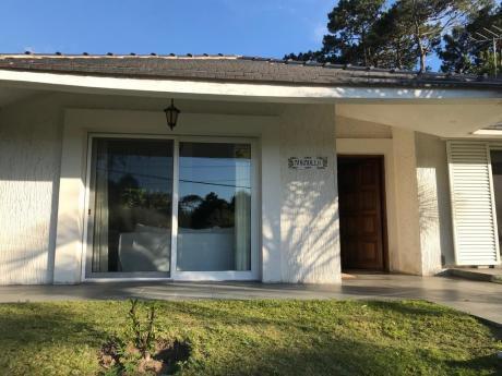 Hermosa Casa En Jardines De Cordoba - Punta Del Este