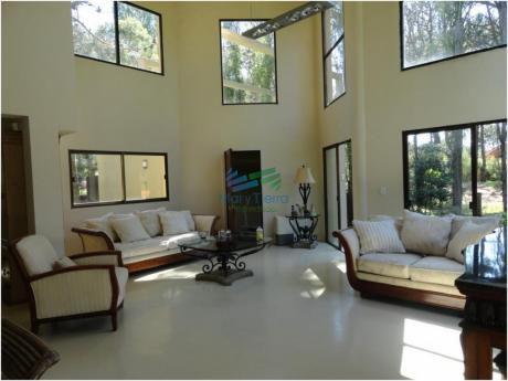 Gran Casa De 5 Dormitorios En Alquiler En Brava, Punta Del Este.