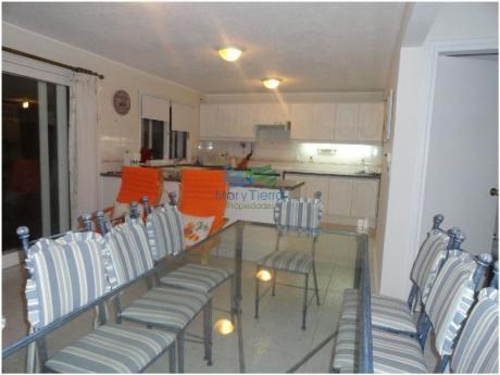 Casa En Venta. Zona San Rafael. Punta Del Este. Dispone De 5 Amplios Dormitorios.