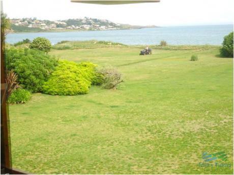 Espectacular Residencia En Primera Línea Sobre El Mar En Solanas En Alquiler Y Venta