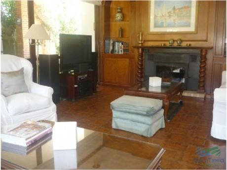 Casa En Venta. Excelente Zona.punta Del Este. Ambientes Amplios, Confortables.