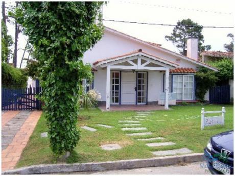 Casa En Venta, A Dos Cuadras Del Mar, Playa Mansa - Punta Del Este.