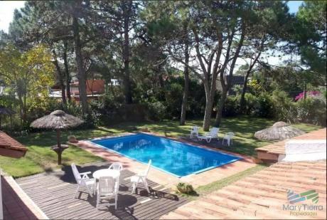 Casa De 4 Dormitorios Con Piscina En Alquiler En Brava, Punta Del Este.