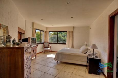 Excelente Casa Con Piscina En Alquiler En Rincon Del Indio, Playa Brava, Punta Del Este.