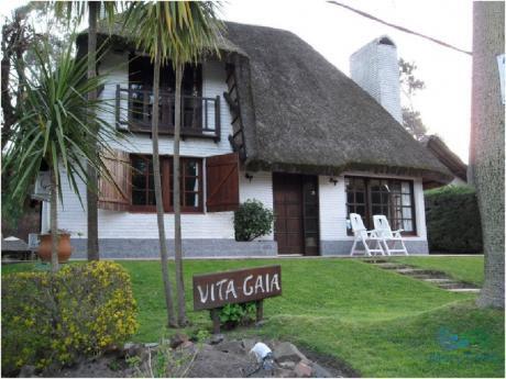Se Alquila Casa De 4 Dormitorios En Pinares, Punta Del Este.