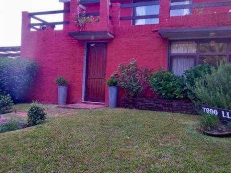 En Alquiler.. Muy Linda Casa Con Agradable Entorno Verde.
