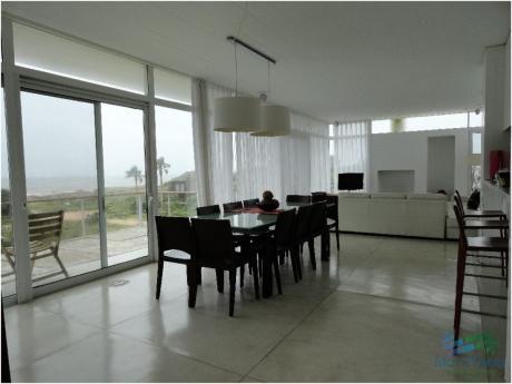 Casa En Alquiler En Primera Línea Sobre El Mar -punta Piedra- Punta Del Este