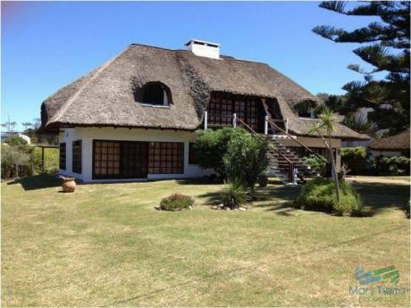 Casa En Venta Y Alquiler!!!    Ubicado En Pinares A Solo 100m Del Mar