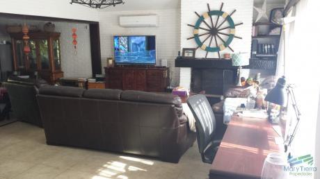 Casa Con Piscina En Venta Y Alquiler A 4 Cuadras De La Playa, Punta Del Este.