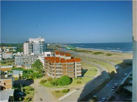 Alquilo Excelente Apartamento En Brava A 100 Metros De La Playa, Punta Del Este.
