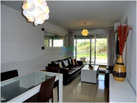Apartamento De 1 Dormitorio Como Nuevo En Venta En Aidy Grill, Punta Del Este.