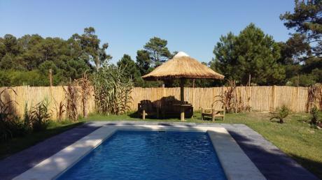 2 Casas Con 1 Piscina Climatizada Con Paneles Solares Segun Intensidad Del Sol.