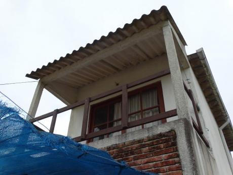 Casa De Dos Pisos Chica. Costa Azul (rocha)