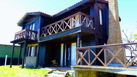 Casa Punta Del Diablo. 6 Ambientes, 2 Baños