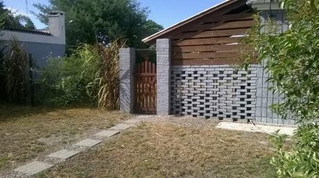 Casa En Esquina A 1 Cuadra De La Playa Y De El Aguila.