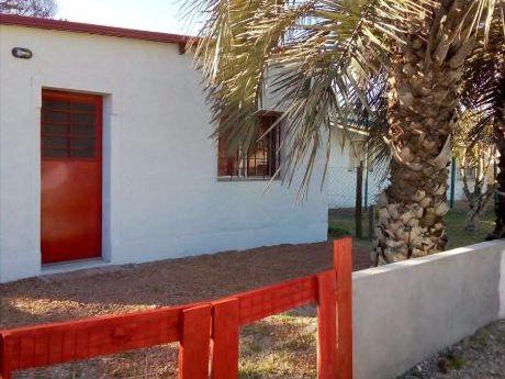 Casa De 2 Dormitorios, Cocina Comedor, Living Y Baño