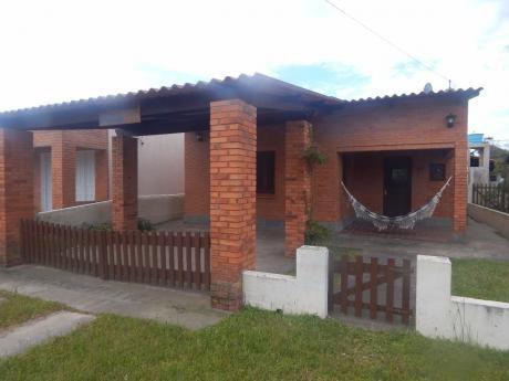 Casa En Barra Brasilera, 150 Mts. De La Costa Capacidad 6 P.