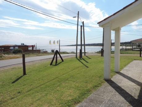 Casa Frente A La Playa Con Vista Al Mar En Cuchilla Alta