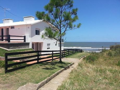 Casa De 3 Dormitorios Y Dos Baños Frente Al Mar!