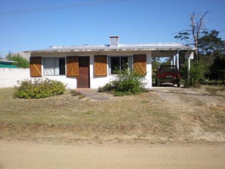 Casa 2 Dormitorios, Para 6 Personas, Parrillero Y Cochera.