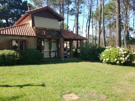 Hermosa Casa:  5 De La Playa Y 1 Del Super