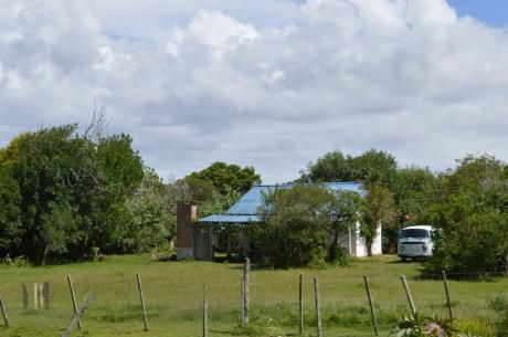 Casa Barra De Valizas, Con Amplio Jardín Y Buena Ubicación