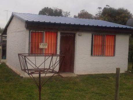 Casa En Playa Grande De Dos Dormitorios Con Parrillero.
