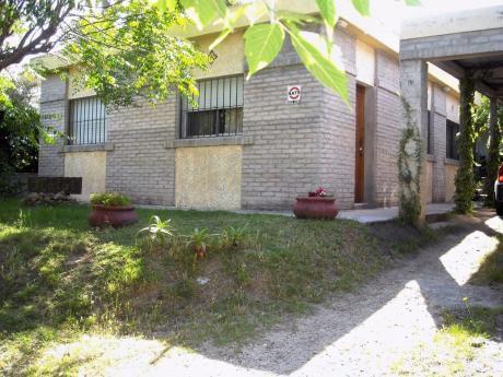 Alquilo Casa En La Floresta 3 C.de La Playa $ 2.500 Por Dia.