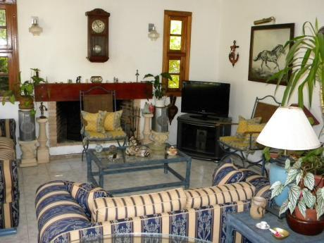Hermosa Casa De 2 Dormitorios A 5 Cuadras De La Playa