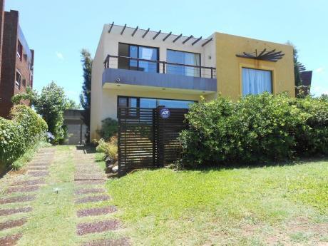Casa Parada 23 Mansa Vista Al Mar , 3 Dormitorios , Piscina