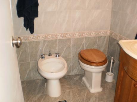 En Rambla De Piriápolis, Frente Al Mar, 2 Dormitorios
