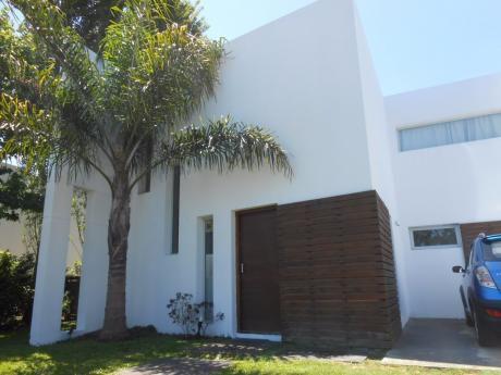 Casa En Pinares Dos Dormitorios Dos Baños Piscina Parrillero