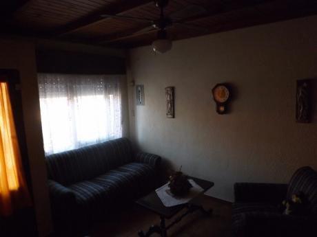 Alquilo.. Casa En El Centro De La Floresta .