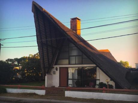 Casa En La Paloma. Cómoda, Grande Y Excelente Ubicación.