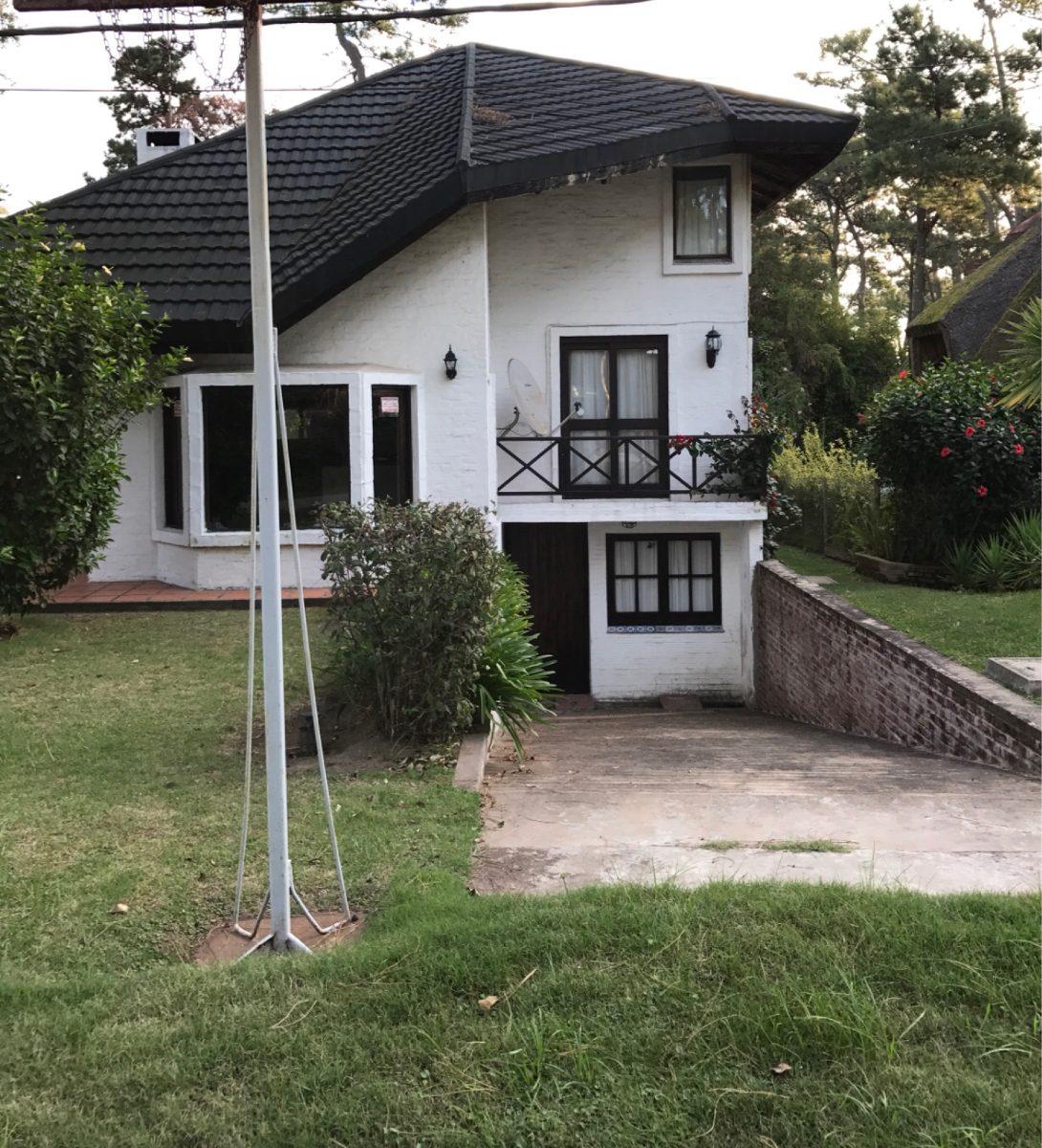 Casa en alquiler parada 35 de la mansa casa en for Alquiler de casas en paradas sevilla