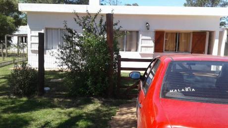Casa Con 3 Ambientes, Baño Parrillero Techado, Fondo, Terreno Cercado.