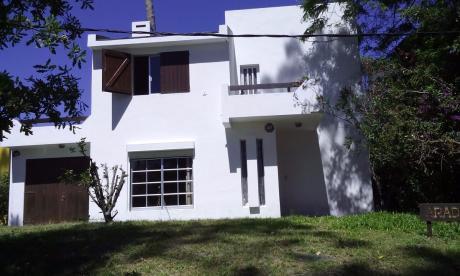 Casa  A Dos Cuadras De La Playa Tres Dormitorios Dos Baños