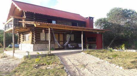 Cabaña De Troncos Nueva, En La Paloma, Playa Serena