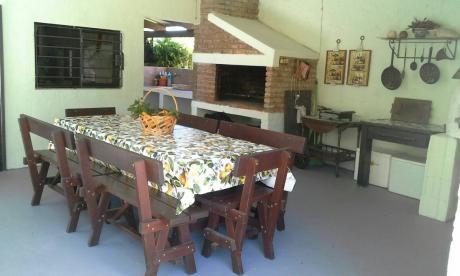 Casa De 5 Ambientes, 1 Baño, Barbacoa Techada.