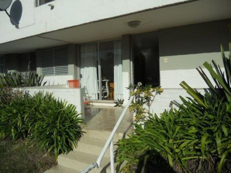 Apartamento Tipo Casa En Punta Del Este, A Pocos Metros De La Playa