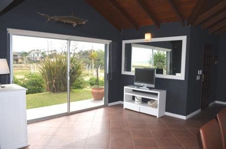 Casa Frente Al Mar Con Piscina-excelente Vista- Muy Conforta