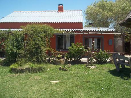 Casa Para Cuatro Personas A 2 Cuadras Y 1/2 De La  Costa!!!!