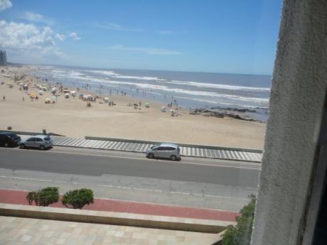Frente Al Mar. Sbre La Playa Brava. Parada 1