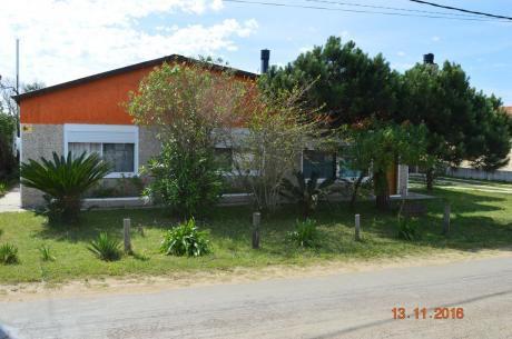 Hermosa Y Cómoda Casa A Metros De La Playa  099298918