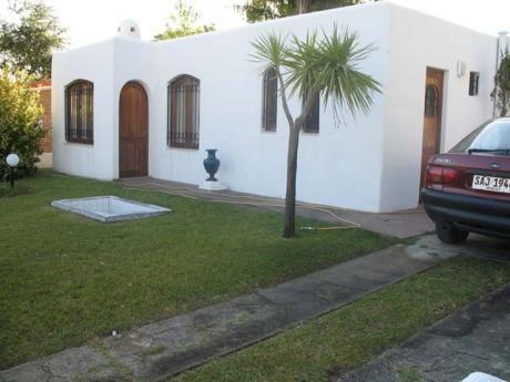 Casa En Playa Hermosa, A Metros De La Playa
