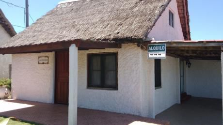 Casa En En El Centro  A Escasos Mts De Playa La Viuda