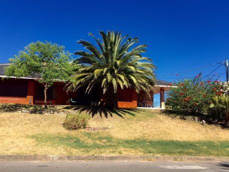 Amplia Casa En Centro De Piriápolis A 3 Cuadras De La Playa