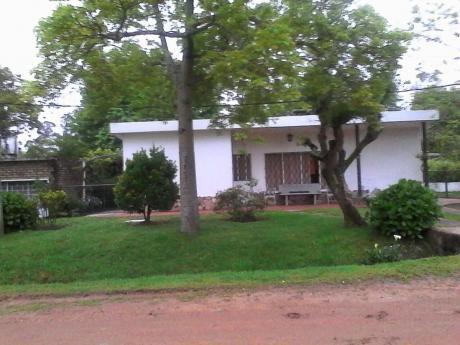 Casa De 3 Dormitorios, 1 Baño Y Fondo Con Parrillero